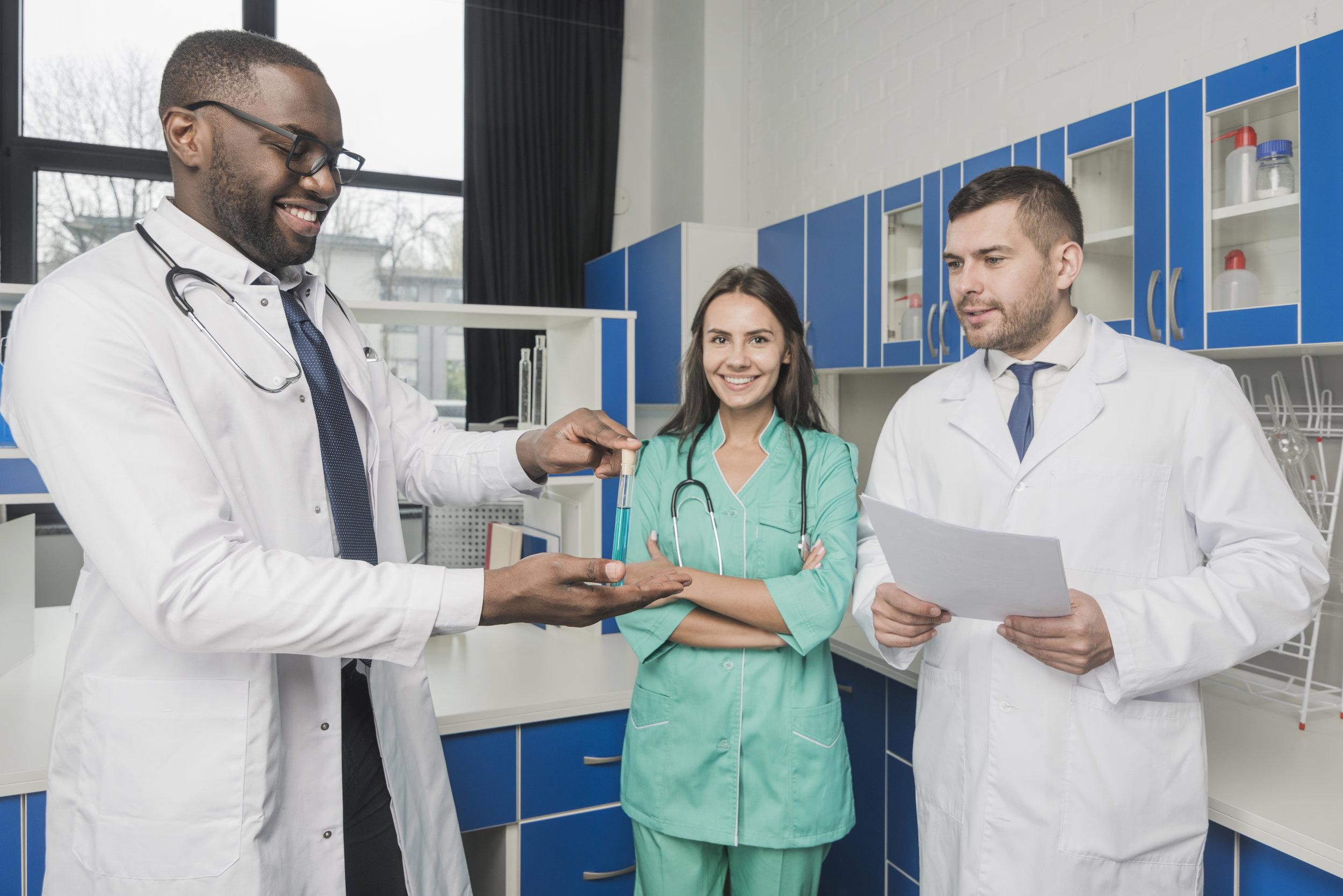 PROFESIONALEsSALUD - Te ayudamos a ofrecer una atención sanitaria en inglés a la altura de las expectativas que tienen los usuarios extranjeros.