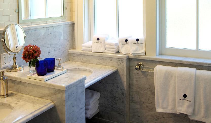 suite6_bathroom.jpg