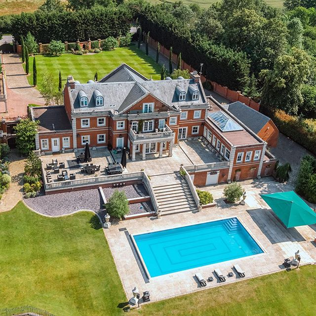 """""""A spectacular modern mansion set in 30 acres of magnificent grounds, finished to the highest standards"""" - Film Production and Drone Photography for @savills 🎥📷"""