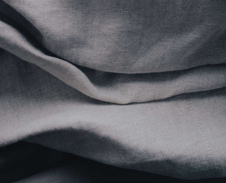 Linen - A prestigious fiber, natural and eco-friendly. Little fertiliser is required for its production.Linen fabrics are very present in technical uses (postal bags ...) due to their rigidity, their strength and their absorbency.