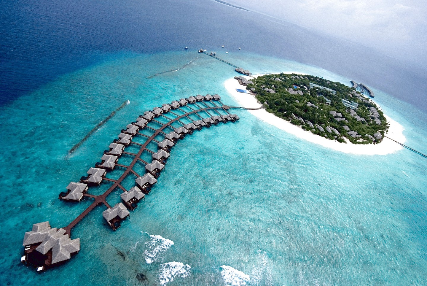 Maldives-resort1.jpg