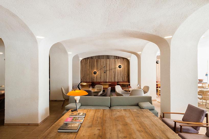 isay-weinfeld-green-spot-restaurant-barcelona-interiors-designboom-07.jpg