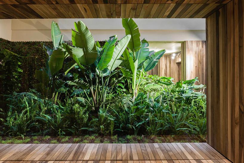 isay-weinfeld-green-spot-restaurant-barcelona-interiors-designboom-01.jpg