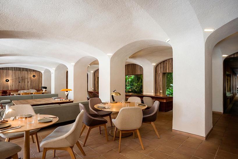 isay-weinfeld-green-spot-restaurant-barcelona-interiors-designboom-09 (1).jpg