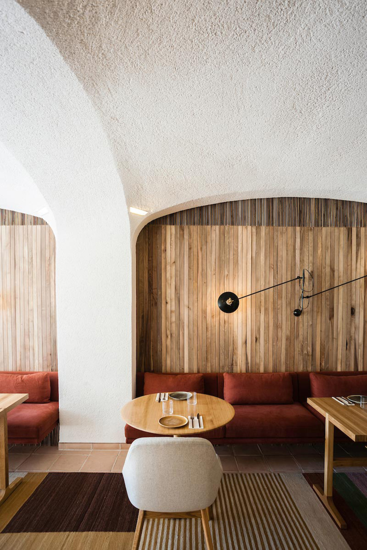 isay-weinfeld-green-spot-restaurant-barcelona-interiors-designboom-08.jpg