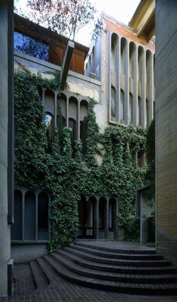 Ricardo_Bofill_Taller_Arquitectura_SantJustDesvern_Barcelona_Spain_OutdoorSpaces.jpg