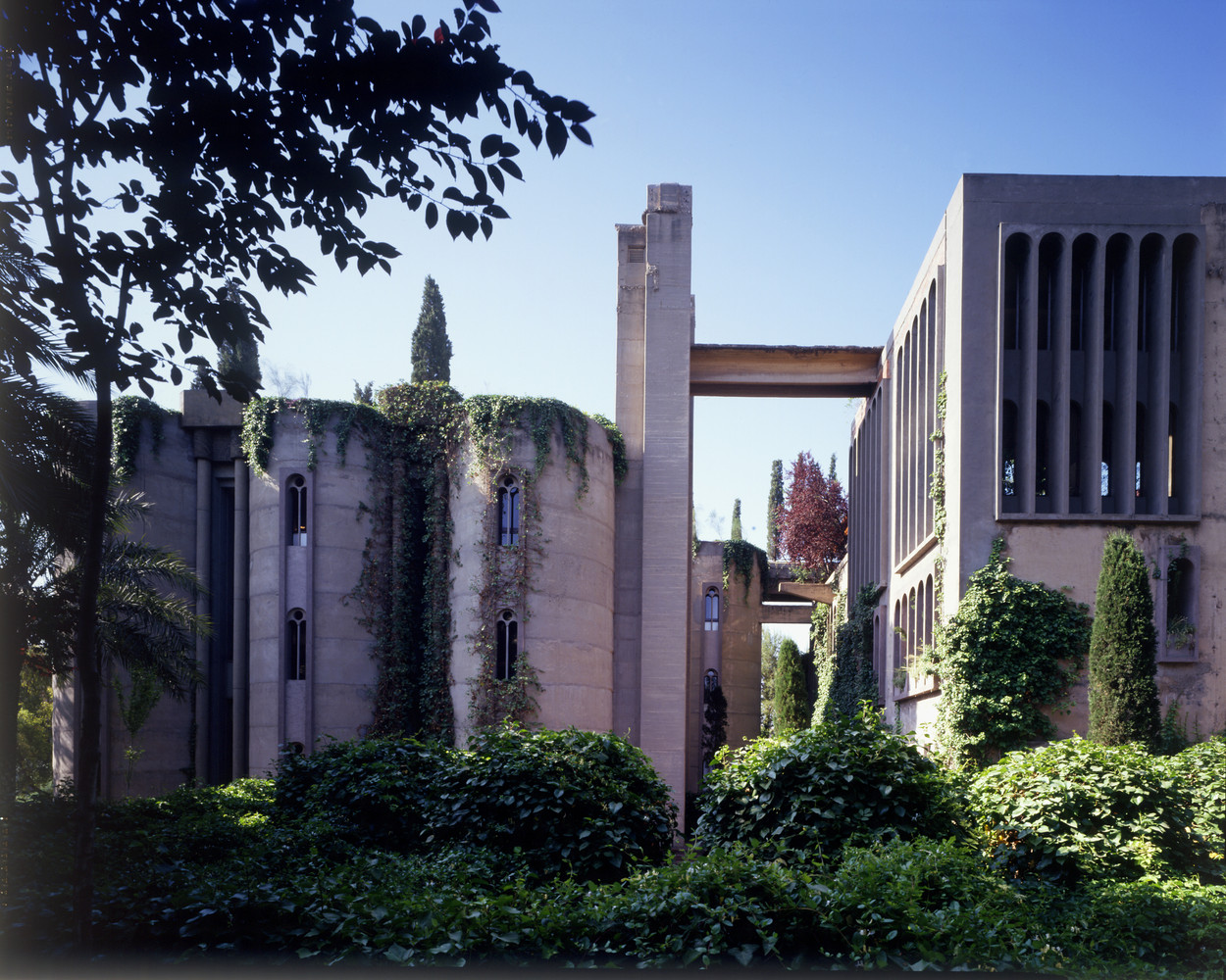 Ricardo_Bofill_Taller_Arquitectura_SantJustDesvern_Barcelona_Spain_OutdoorSpaces_(2).jpg