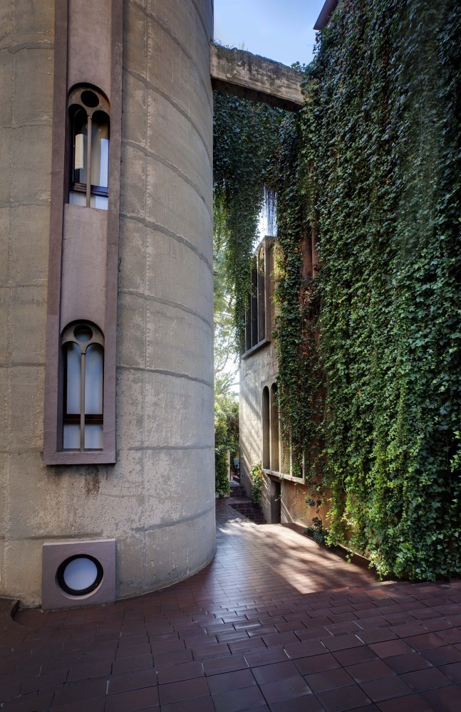50a47ebeb3fc4b263f000015_the-factory-ricardo-bofill_ricardo_bofill_taller_arquitectura_santjustdesvern_barcelona_spain_outdoorspaces_-16-647x1000.jpg