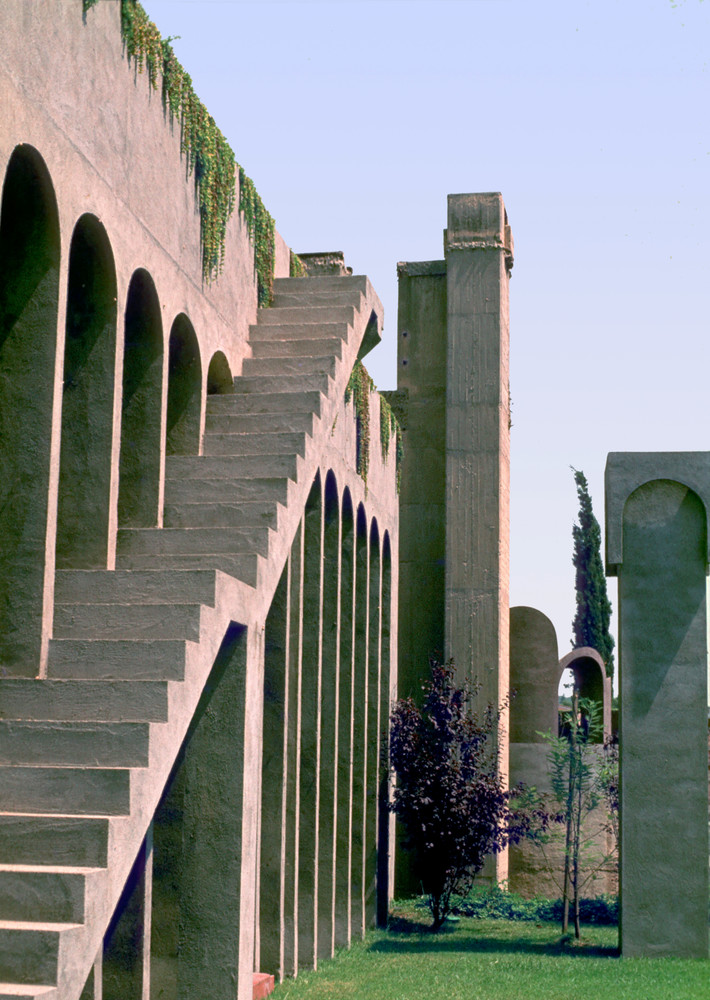 Ricardo_Bofill_Taller_Arquitectura_SantJustDesvern_Barcelona_Spain_OutdoorSpaces_(7).jpg