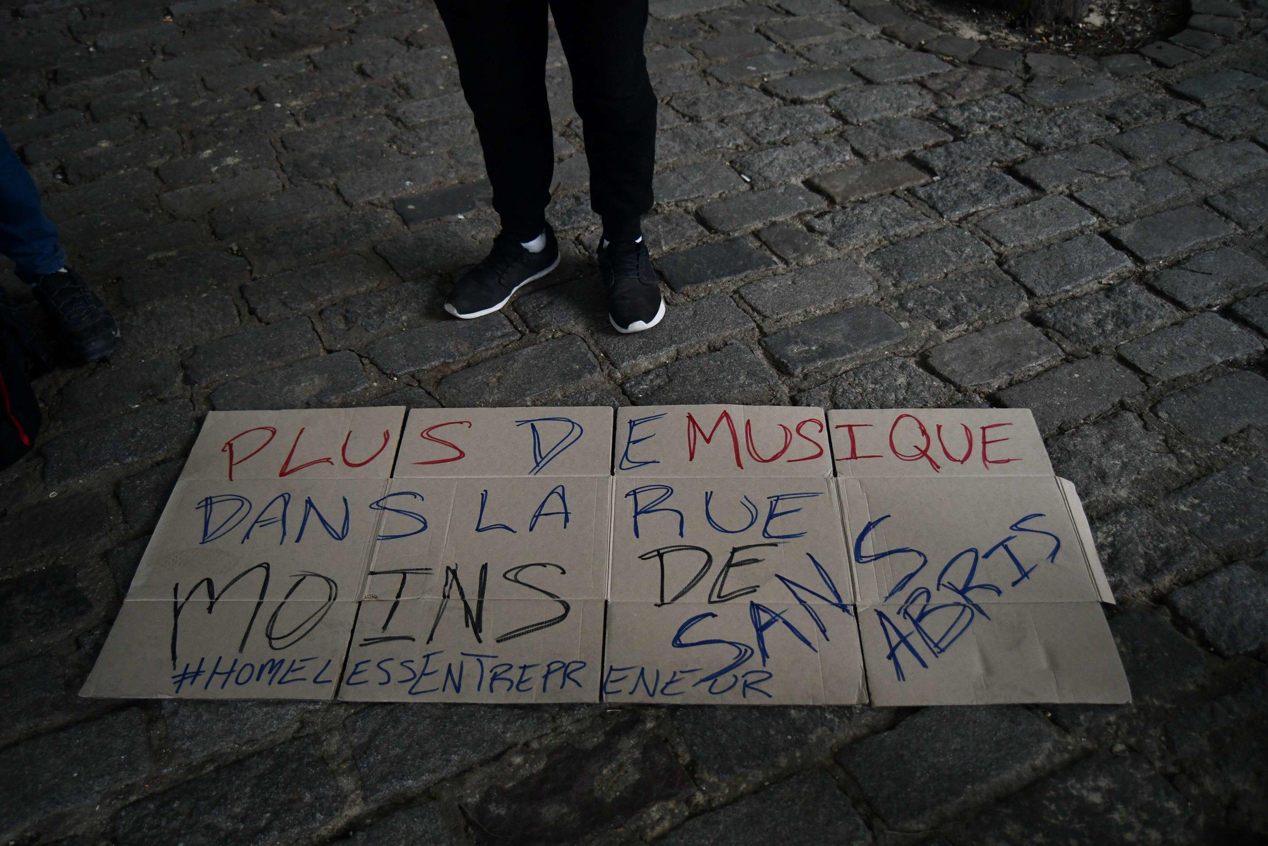 Cartel hecho por Pablo, Ramón y Beto, todos forman parte del programa de HomelessEntrepreneur
