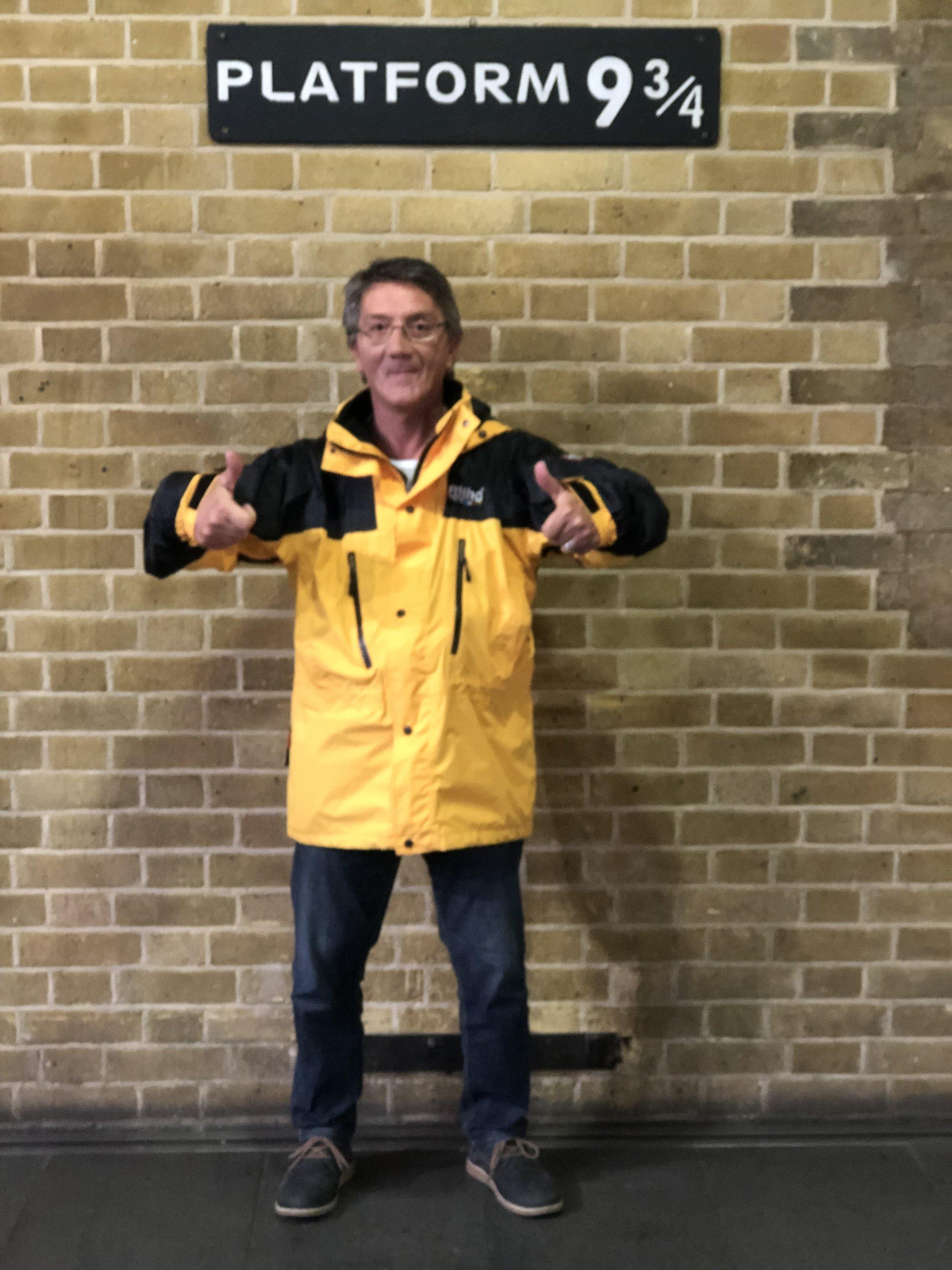 José busca una puerta mágica que le cambiará la vida. (Foto tomada en Londres.)