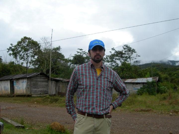 Foto de recuerdo en Chontachaca (Perú), donde Tomás Casas colaboró con una ONG.