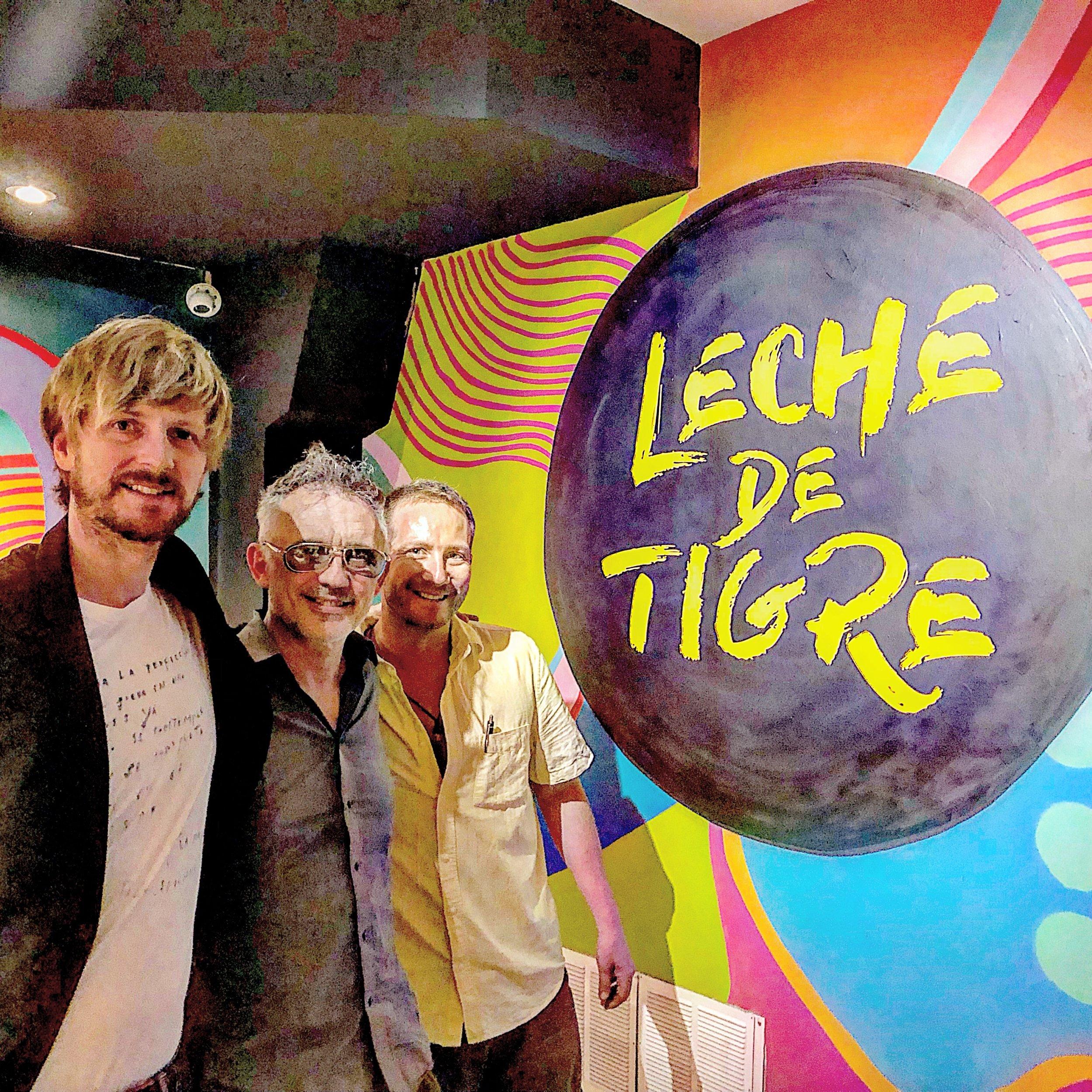 Andrew Funk, presidente de #HomelessEntrepreneur, Álex de la Nuez, músico, y Alex Mastrokalos, director de Leche de Tigre.