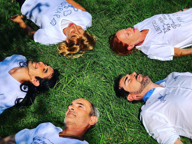 Un descanso bien merecido después de un picnic patrocinado por una voluntaria que estudió en EADA