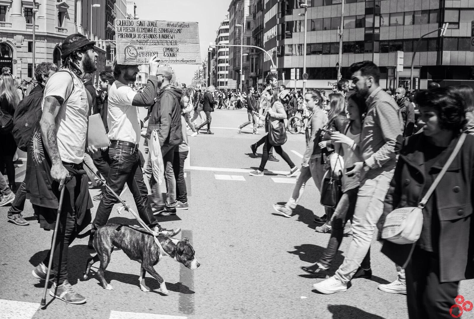 Una acción social que se realizó durante el día de Sant Jordi en Barcelona (España).
