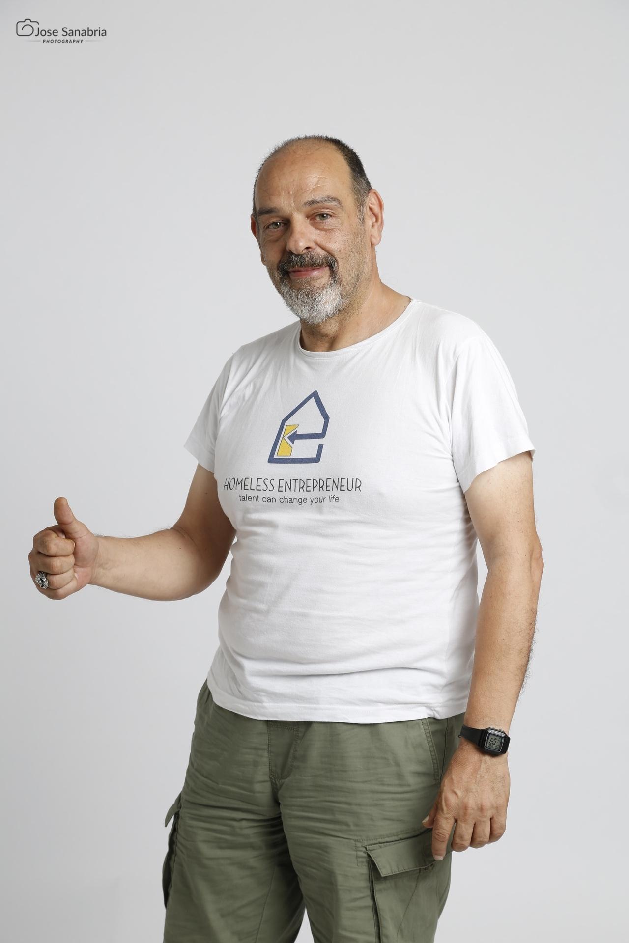 Una foto de Guillem, un #HomelessEntrepreneur, que sacó José en The Garage Studio durante la sesión de fotografía de la 35 edición de #TodosDurmiendoEnLaCalle.