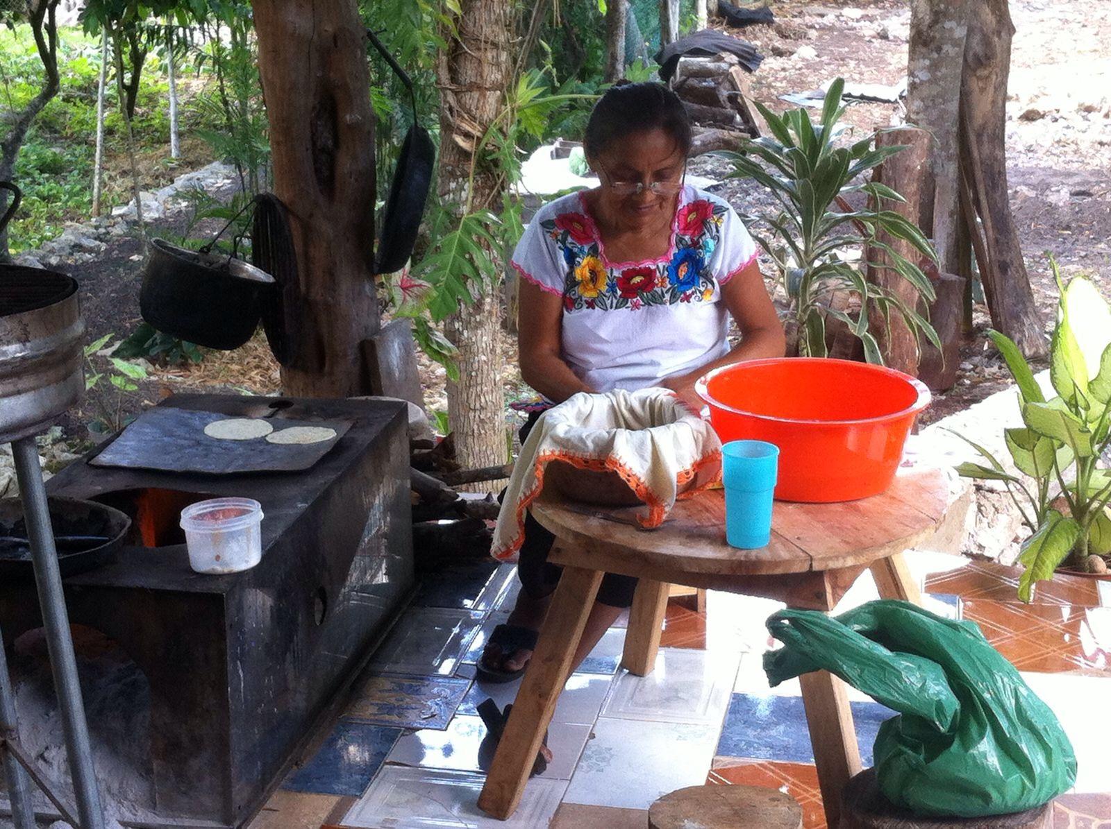 Abuela comunidad Punta Laguna.jpg