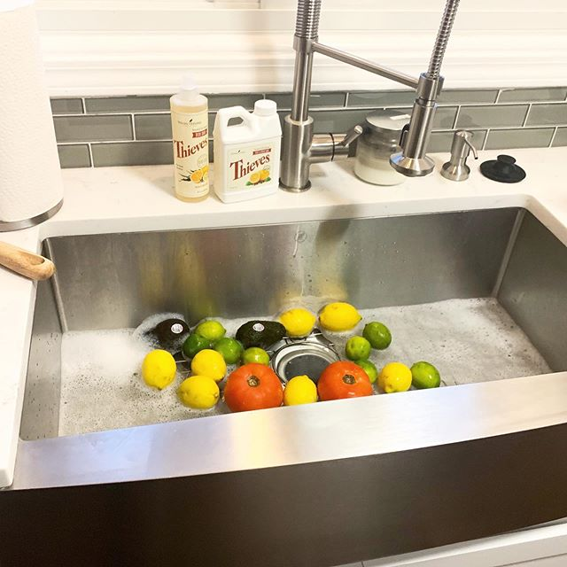 do you wash your fruits & veggies? not just a quick rinse under water but actually soak them clean? being a mom + just a human who cares about what she puts in her body i 💯% want all the crapola off my fruit and veggies before they go into my families or my body🍅 @youngliving makes a fruit & veggie soak that's clean, easy to use & smells amazing! #eatyourveggies #cleaneats #ylambassador #xoxojackie