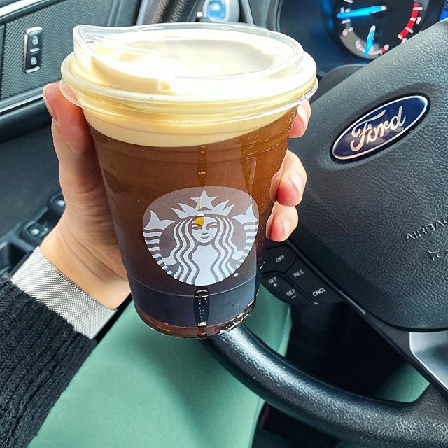 salted caramel cold foam cold brew #becausefall & because running errands with a newborn makes the simplest of errands an event... any tips for this new mom on how to make trips out of the house with little ones easier? #sahmlife #starbucksorder #xoxojackie