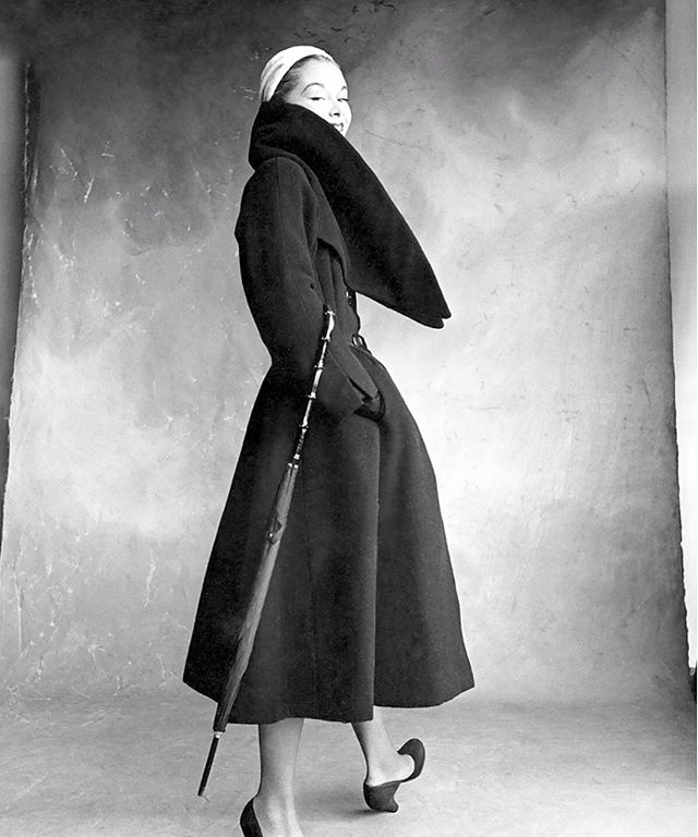 Researching vintage coat designs on this cold day. Dior's are perfect. Lisa Fonssagrives Vogue 1950 #wintercoats #coats #manteaux #dior #vintagedior #vogue #vintagefashion #fashionphotography #blackandwhite #woolcoat #newcollection #fashionarchives