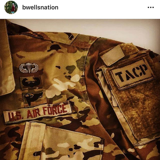 Never settling for mediocrity. Vandals can integrate with anyone, anywhere, anytime. 🇺🇸🇺🇸🇺🇸🇺🇸 @bwellsnation adding another badge to his chest candy. Congratulations buddy! 🇺🇸🇺🇸🇺🇸🇺🇸 #jtac #tacp #airborne #huntersofthesky #leg #jump #thestrongshallstand @idahoairguardrecruiting @124fighterwing