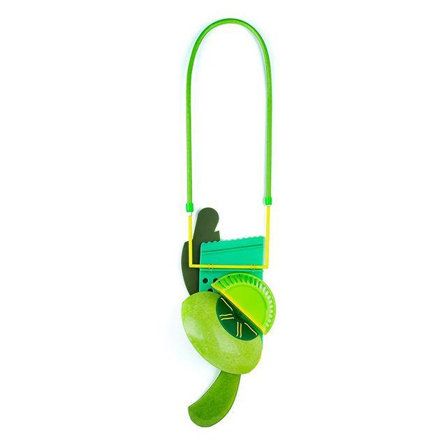 "New necklace! Swipe for detail. 19 x 5.5 x 2"" . . . . . #contemporaryjewellery #repurposedplastic #contemporarycraft #reuseplastic #plasticsmith #snagmembersunday #metalsmith #ethicalmetalsmiths #artjewellery #contemporaryartjewelry #wearableart #artnecklace #plasticart #necklace #greenart #wearablesculpture #snagmetalsmith #snagmember #verde"
