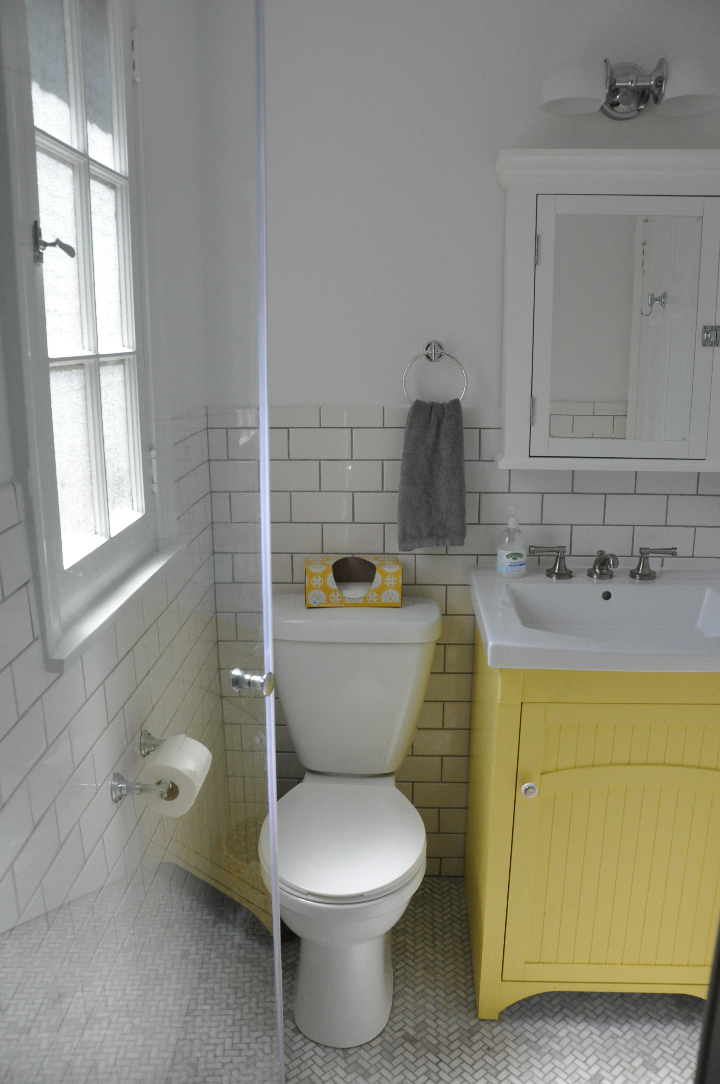 Northbrook single family powder room