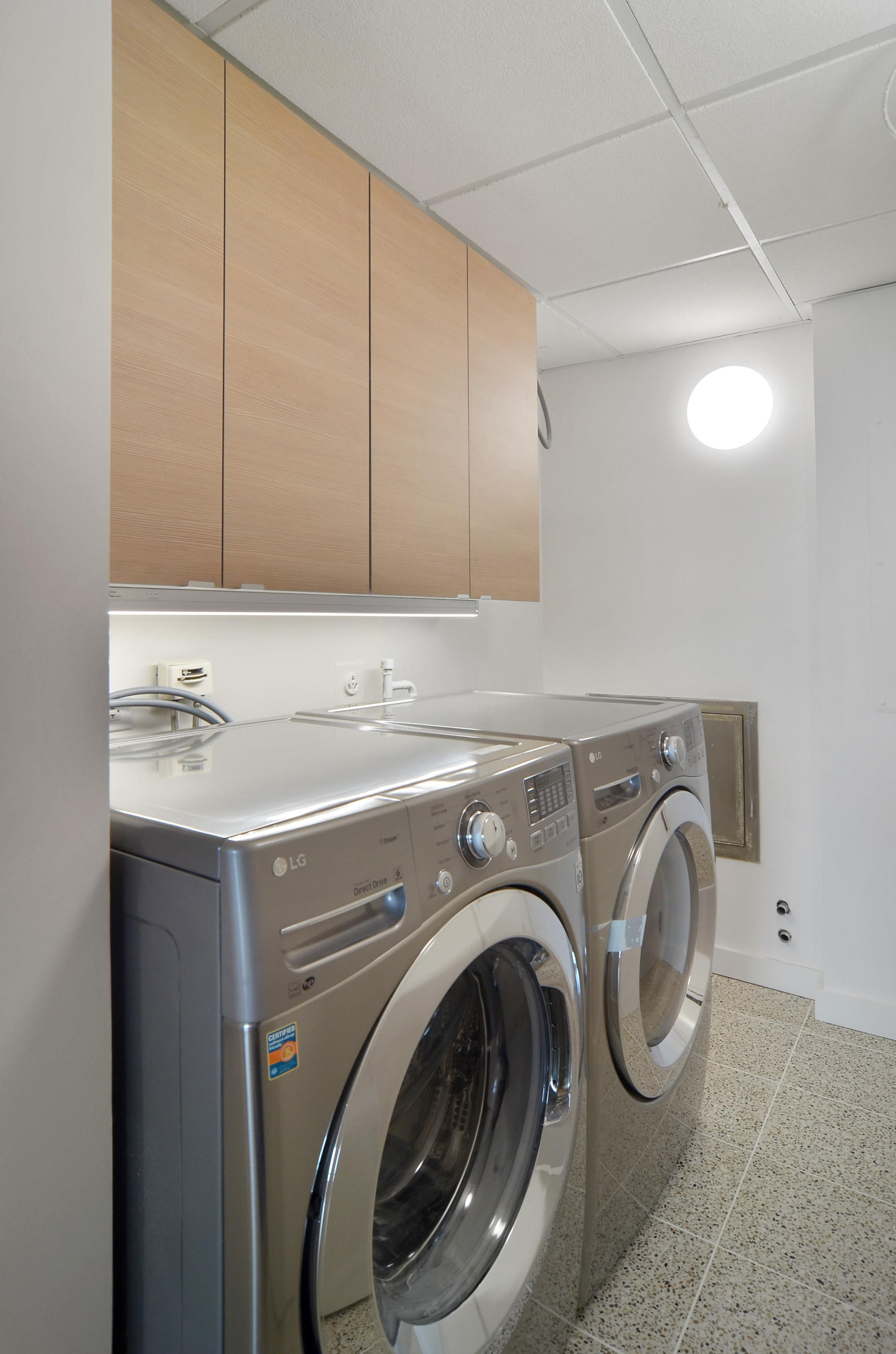 Gold Coast high rise condo laundry