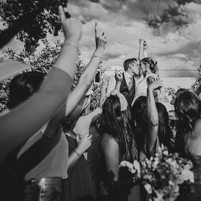 Maria y Victor. Imaginaros la boda. 😍❤️⚡️🎉. . #love #wedding #weddingphoto #weddingphotography #fotografiadeboda #malaga #andalucia #kiss #friendswedding #weddingdress #sky #party #music #dance #boda #malagawedding #weddingphotobook #weddingphotographer #weddingkiss #weddinghair #weddingtime