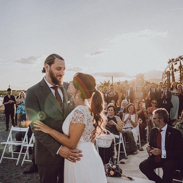 😍 Gran día de @carmendltv y @mikelippoldt !  Nosotros ya estamos con la edición de su reportaje 🤗. Que disfrutéis de la luna de miel🌄 . . #love #wedding #weddingphoto #malaga #weddingphotographers
