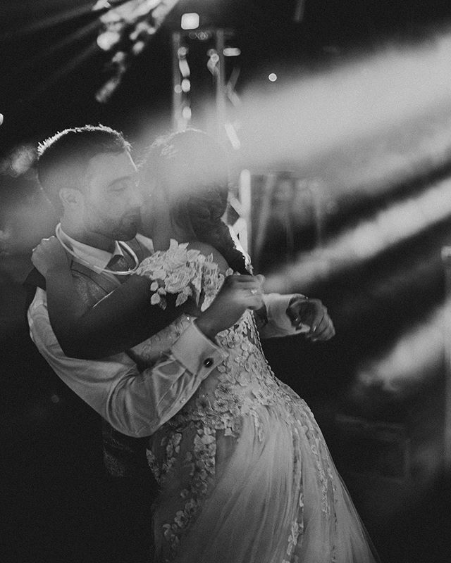 😍Fotaca de este sábado con Laura y Borja.  Gracias @cristina_eventos por todo!❤️ . . #wedding #weddingphoto #bodas #fotografiadebodas #couple #malaga #fotografia #love #weddingdrees #party #music #dance