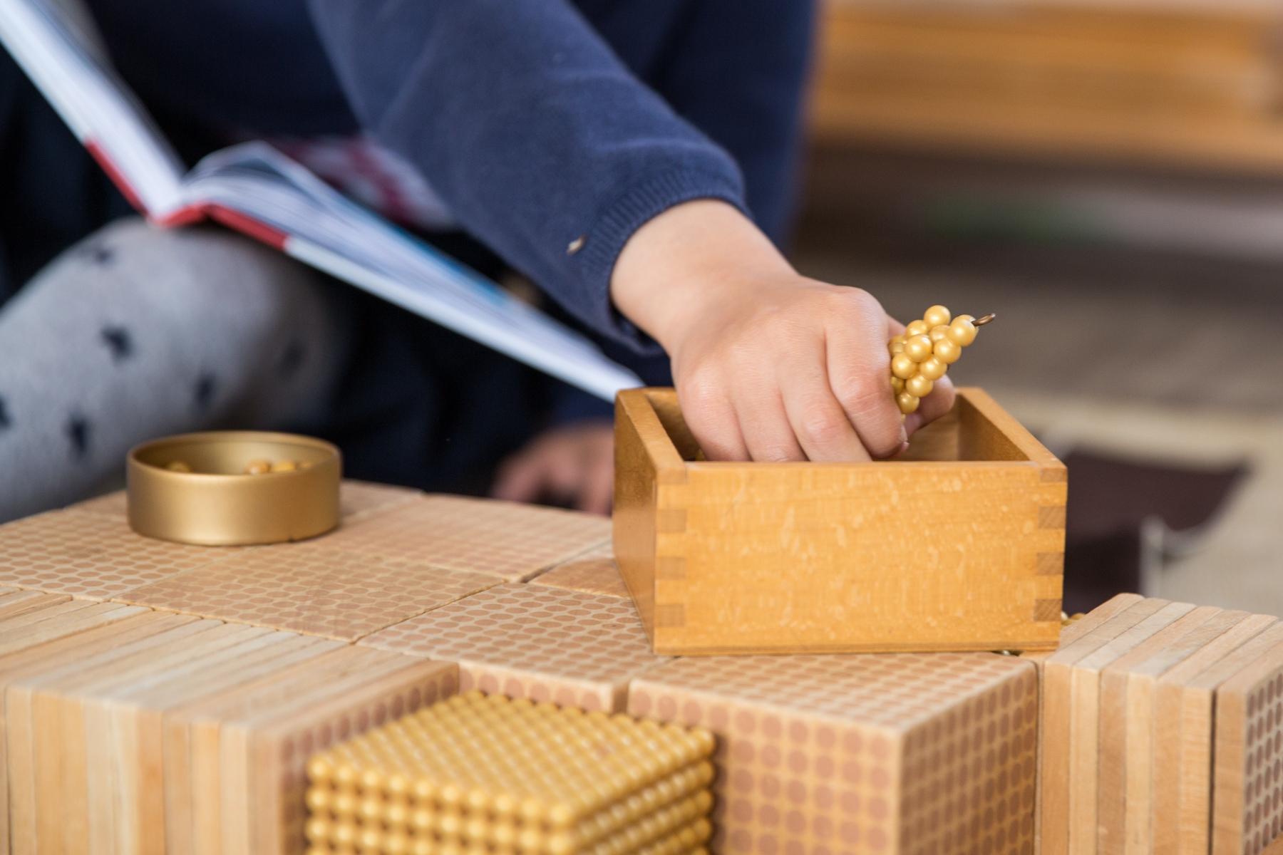 Matériel Montessori Ecole Athena Internationale Sylvie d'Esclaibes