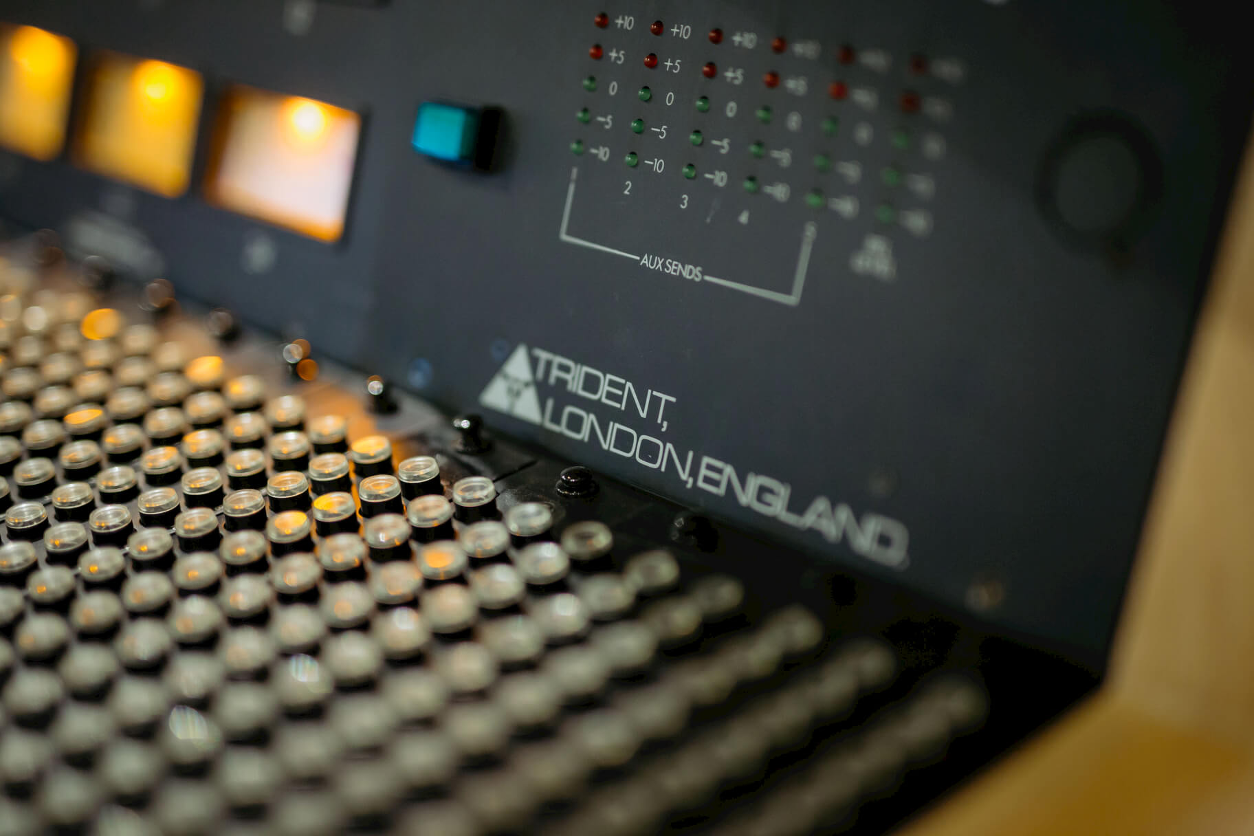 trident-desk-evolution-studios-oxford-close-up-detail-recording.jpg