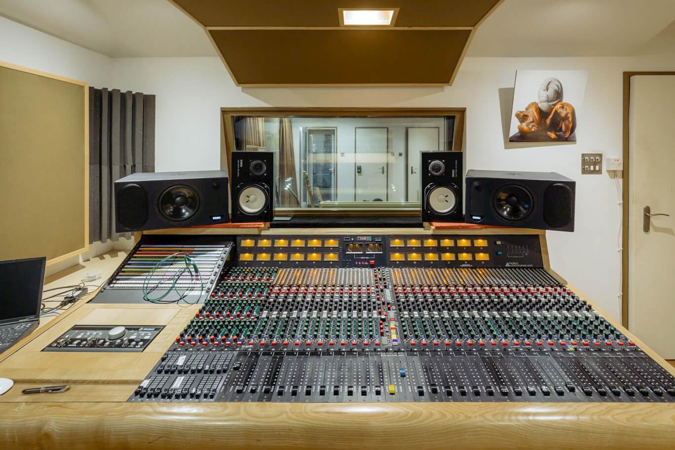mixing-desk-front-shot-evolution-studios-recording-oxford-live.jpg