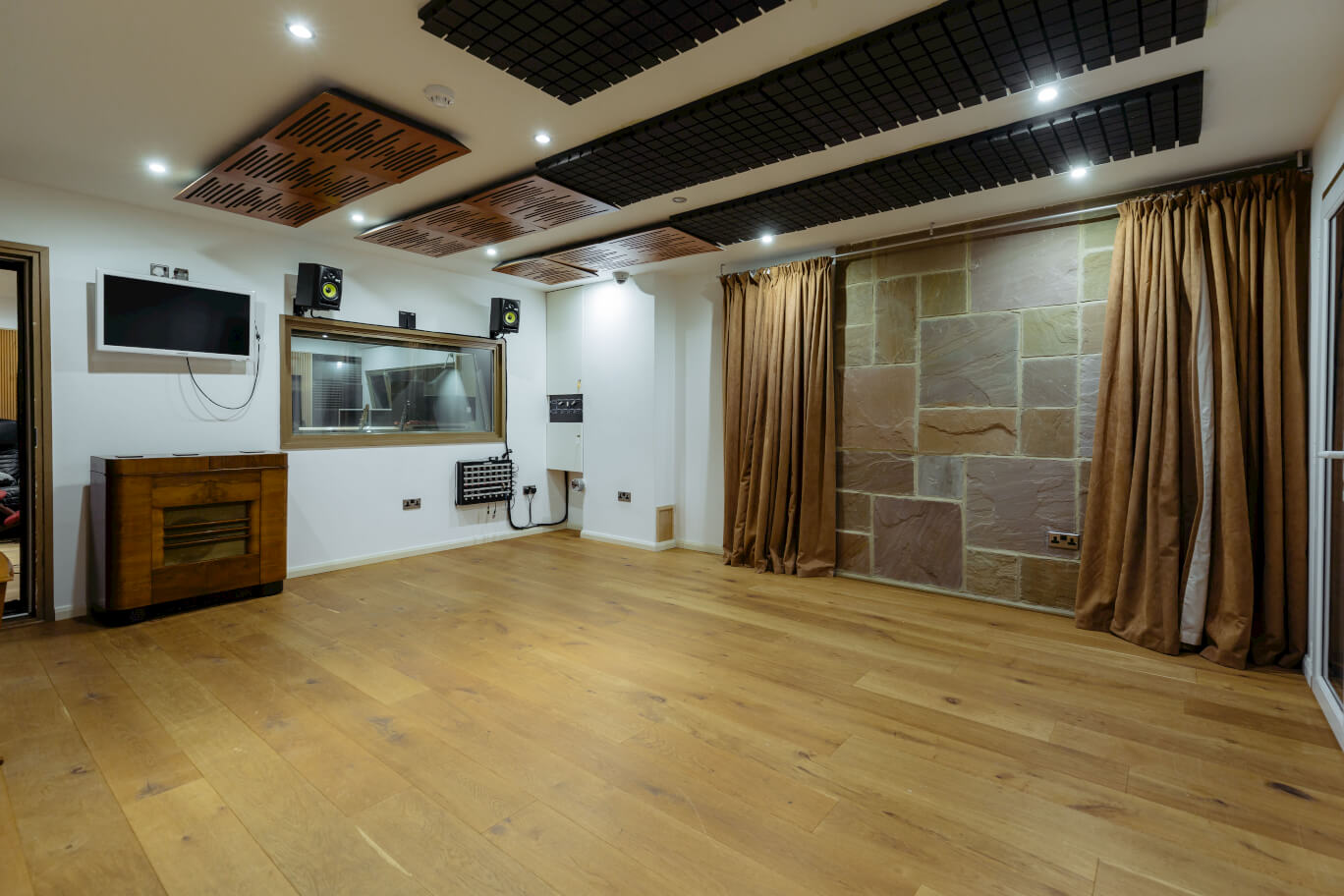 recording-studio-oxford-evolution-inside-room.jpg