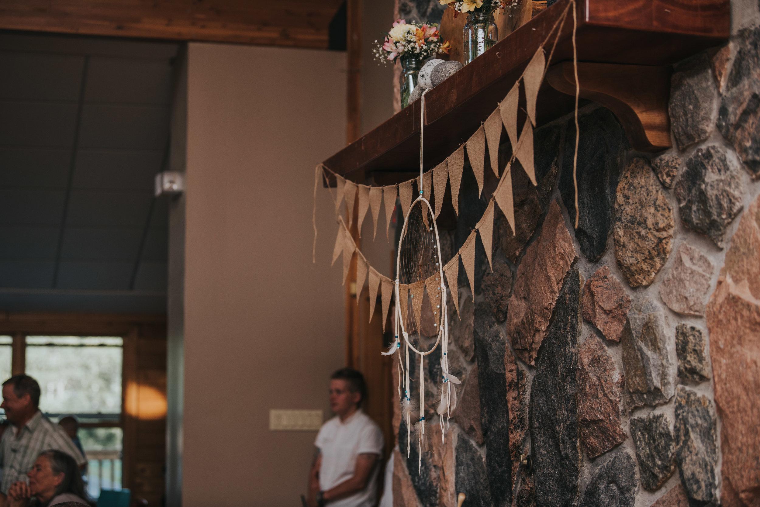 rustic-cabin-wedding-reception-decor-toronto-bohemian-boho-outdoor-summer-wedding-documentary-wedding-photography-by-willow-birch-photo.jpg