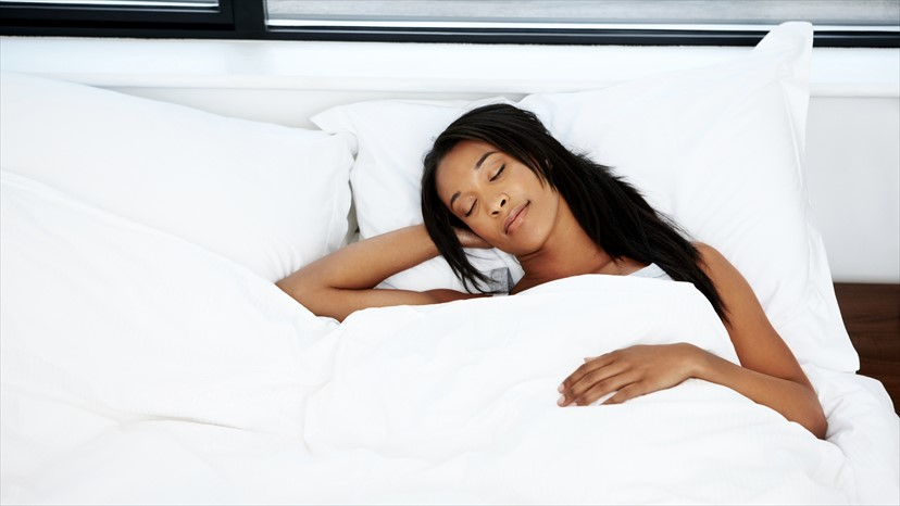 learn to relax and sleep deeply with essential oils