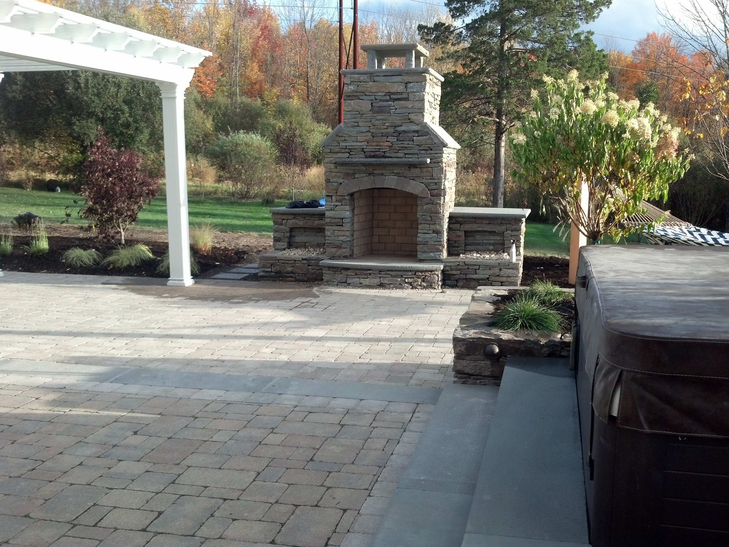 Fireplaces - AmenitiesWe specialize in outdoor kitchens, fireplaces, fire pits, pergolas, and many more outdoor amenities. Whether constructed out of natural stone or pavers we can guarantee our quality.
