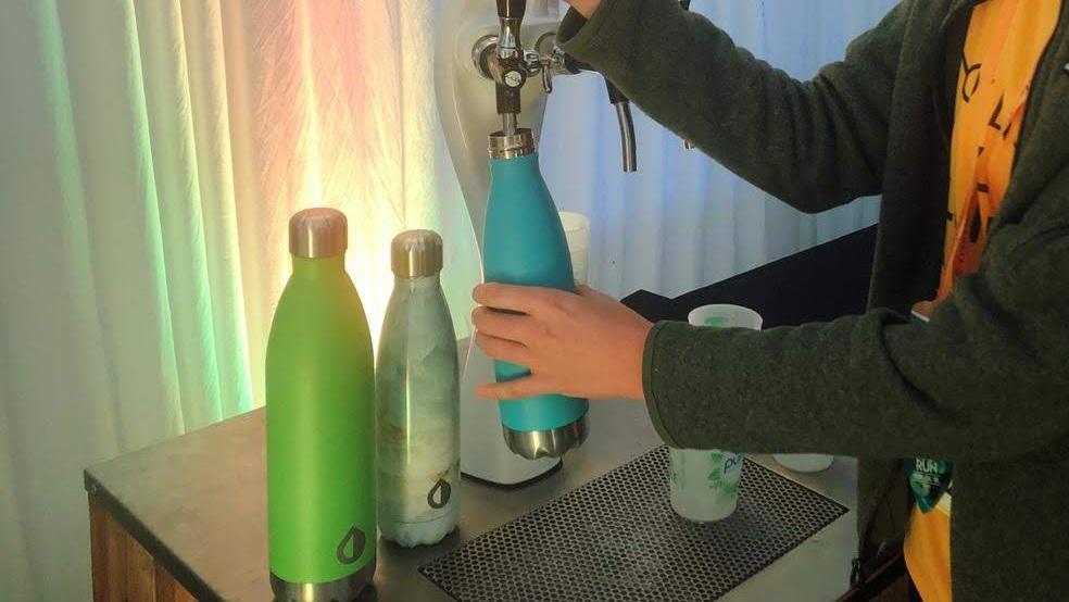 Recargando nuestras botellas Pura