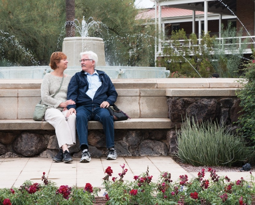 Robert and Debbie Skarda pose for a photo at the Berger Memorial Fountain Outside of Old Main on Oct. 12. Photo by Jasmine Demers | The Daily Wildcat.
