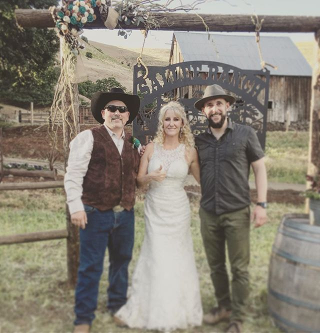 Had a great time providing the music for Charlotte & Ed's #countrywedding !!! What a beautiful Ranch they have! #ranchwedding #weddingmusic #hoodriverwedding #gorgedj #gorgewedding #pnwwedding #destinationwedding #weddingplanning