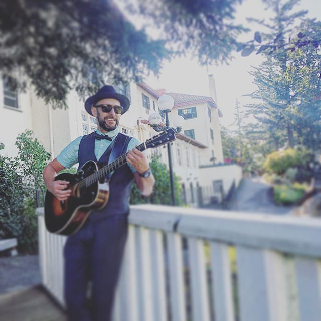 Acoustic sounds | @columbiagorgehotelweddings | #hoodriverwedding | #gorgewedding | #pnwwedding | #destinationwedding