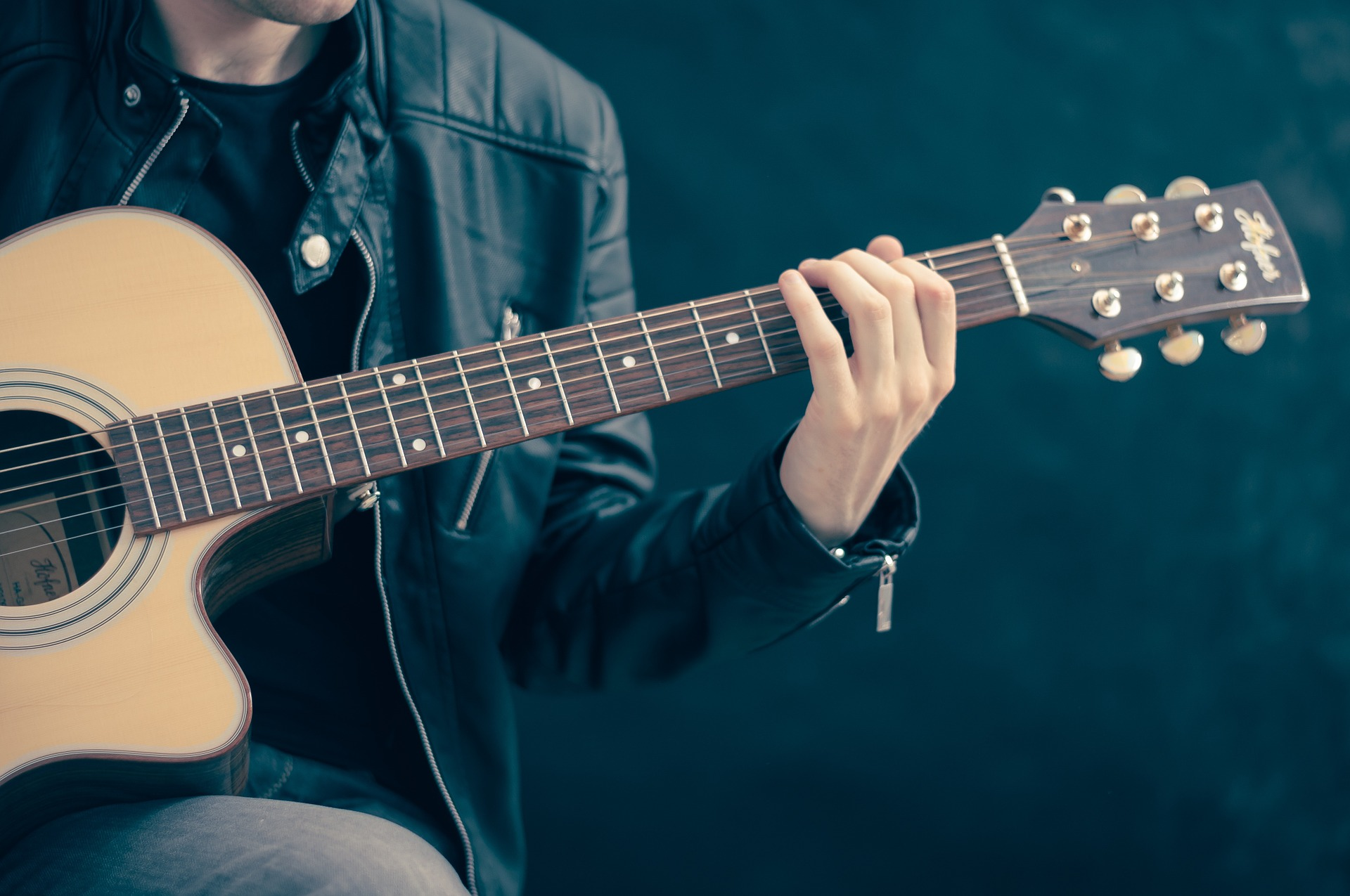 How an arts-based accountant positioned themselves in the music industry. -