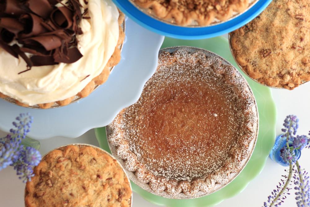 Nimble-Well-Chicago-wedding-dessert-table-Hoosier-Mama-Pie.jpeg
