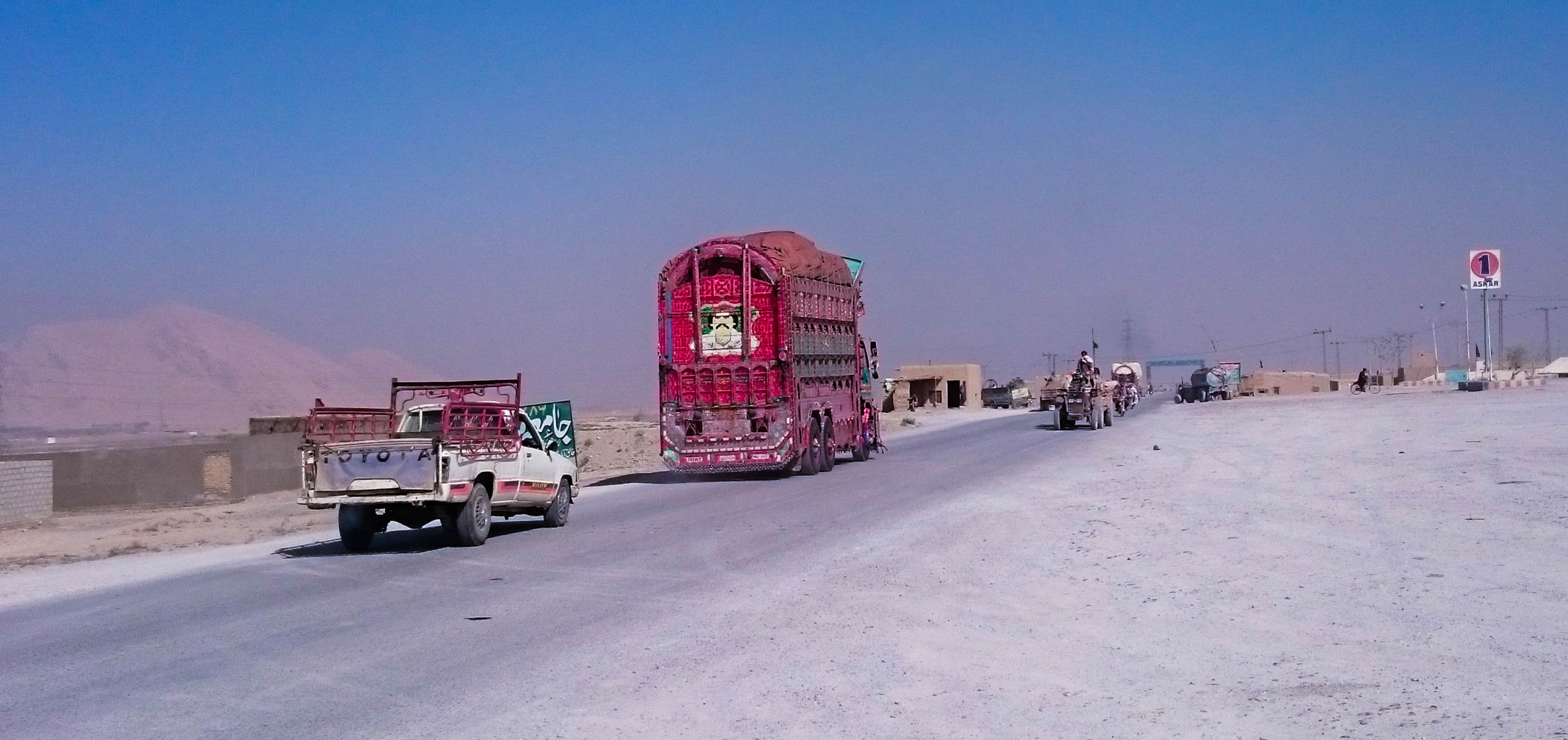 Looking back to the exit of Quetta.