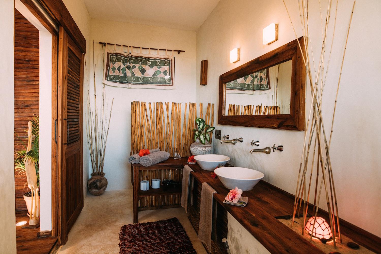 bathroom with sea view.jpg