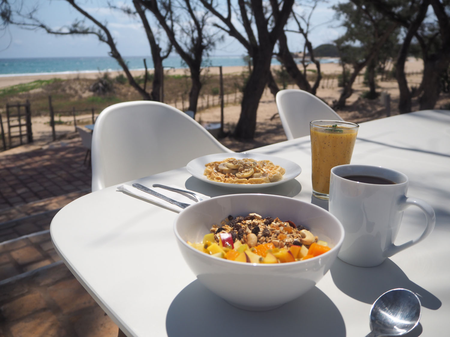 Breakfast by the beach at Happi restaurant
