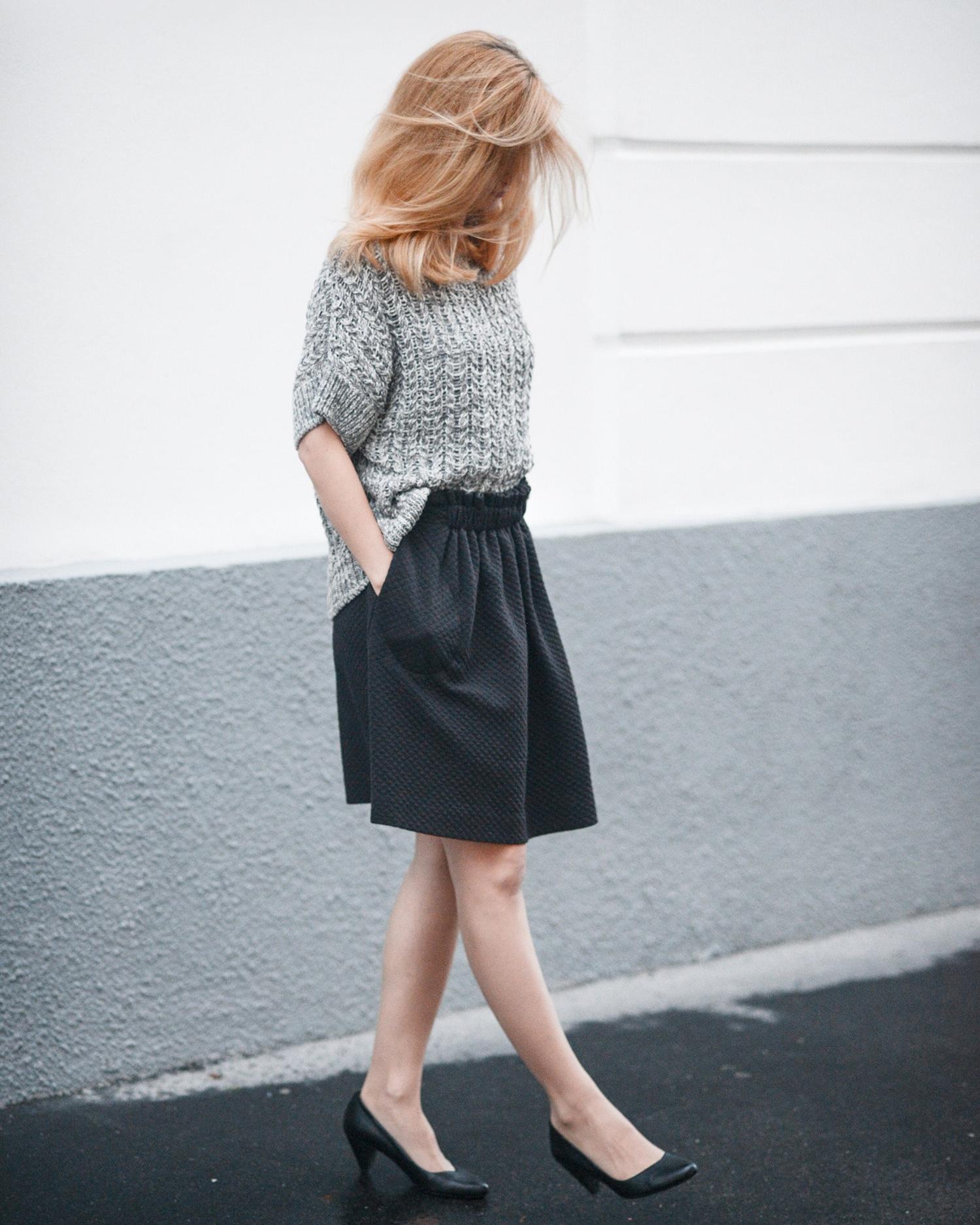 High-waist detail skirt (€85)