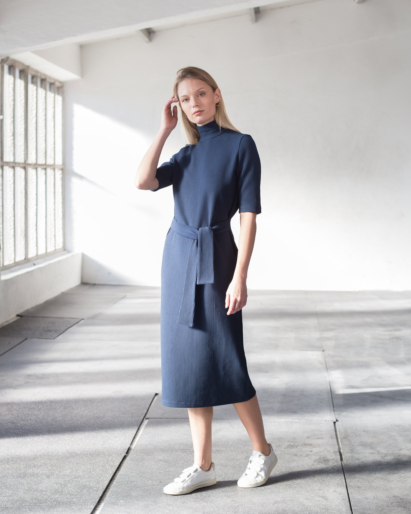 High-neck rib cotton dress in navy blue (€137)