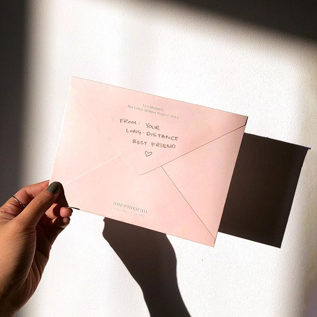 Back on IG with the sweetest lil snap of the snail mail from @imfrisbee ❤️ Miss you lots!⁣ #pleasecomeback ⁣ -⁣ #ldr #longdistancebesties #snailmail #snailmaillove #snailmailrevival #prettysnailmail #bestfriendgoals #goldenhour #goldenhourlight #goldenhourphotography